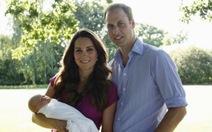 """Hoàng gia Anh lần đầu công bố ảnh """"hoàng tử bé"""""""