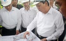 """Chủ tịch TP Hà Nội """"vi hành"""" gỡ vướng dự án giao thông"""