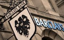"""Ngân hàng Anh bị phạt vì """"bán đứng"""" khách hàng"""