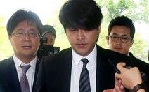 Phạt Ryu Si Won 130 triệu đồng vì hành hung, theo dõi vợ