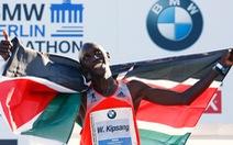 Kipsang phá kỷ lục marathon thế giới