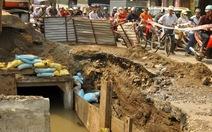 Ống nước bị vỡ, hơn 2.000 hộ dân khốn đốn