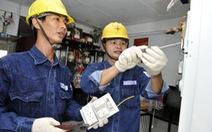 Sửa điện, cấp giấy CMND cho người dân