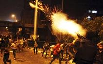 Ai Cập tiếp diễn bạo loạn, quân đội bị tấn công