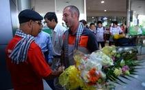 Hàng trăm CĐV ra tận sân bay đón đội U-19 VN