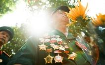 Xếp hàng viếng Đại tướng Võ Nguyên Giáp dưới trời nắng gắt