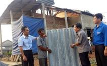 Giúp 120 hộ dân Quảng Bình lợp lại mái nhà sau bão