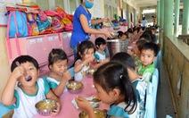 Bữa ăn học sinh chịu thuế 2 lần