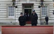 Anh bắt kẻ cầm dao đột nhập cung điện Buckingham