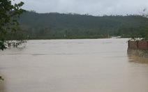 Quảng Bình: hơn 10.000 nhà bị ngập, sập cầu treo