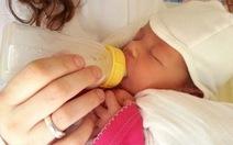 Trẻ bú bình dễ bị tắc nghẽn tiêu hóa hơn trẻ bú mẹ