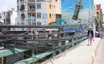 Dây điện giăng mạng nhện trên cầu Lê Văn Sĩ
