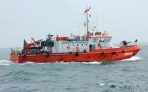Cứu 7 ngư dân bị chìm tàu tại vùng biển Quảng Ngãi
