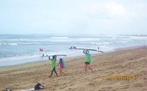 Đến Bali học… lướt sóng