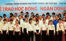 Trao học bổng cho học sinh Đắk Nông