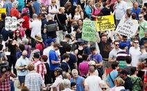 DânToronto biểu tình đòi thị trưởng hút ma túy từ chức