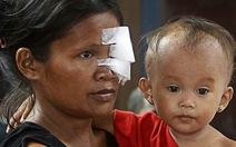 """Xem clip người dân Philippines tháo chạy khỏi """"vùng đất chết"""""""