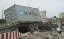Phong tỏa làn đường xe hai bánh qua cầu Phú Mỹ