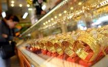 Giá vàng thấp nhất 34 tháng qua, nhiều người đổ ra bán