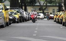 Cần làm rõ lý do thu phí đậu xe dưới lòng đường