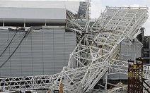 Hai công nhân tử nạn khi xây sân vận động World Cup 2014