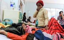 Lật xe công nông chở người thăm bệnh, 25 người nhập viện