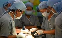 Phẫu thuật đóng thành ngực cho Phi Phụng thành công