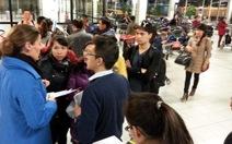"""""""Delay… đẳng cấp quốc tế"""": đoàn VN chia 4 nhóm về TP.HCM"""