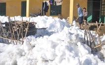 Cuộc sống dân vùng cao đảo lộn vì tuyết