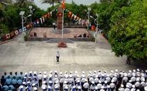Quân dân Trường Sa chào cờ  kỷ niệm ngày 22-12