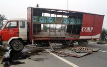 Xe tải trật bánh chắn ngang quốc lộ hơn 5 tiếng đồng hồ