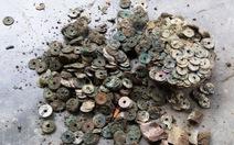 Phát hiện hũ tiền cổ nghìn năm gần 10kg trong vườn