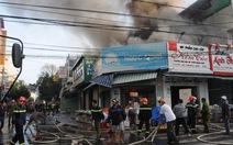 Cháy lớn nhiều cửa hàng tại TP Kon Tum