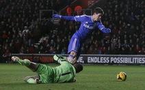 HLV Mourinho vui vì Oscar lãnh thẻ vàng