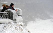 Lạnh quá mức, thác Niagara đóng băng!