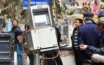 Trộm bứng trụ ATM ra xa 10m