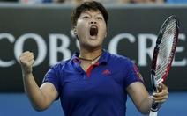 Tay vợt nữ Thái Lan gây sốc