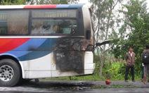 Xe khách về quê ăn tết bốc cháy, 45 khách tháo chạy