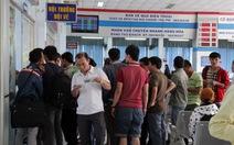 Hàng trăm hành khách vây ga Sài Gòn đổi vé tàu tết