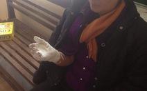 """Từ chối """"boa"""", khách du lịch bị đánh gãy tay"""