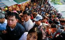 Hơn 5 vạn du khách chen chân trẩy hội chùa Hương