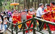 Dâng cặp bánh chưng 700kg tri ân thân mẫu Chủ tịch Hồ Chí Minh