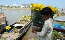 Khóc với hoa truyền thống