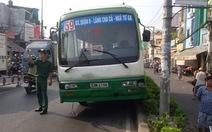 Xe buýt mất lái tông liên tiếp hai xe máy
