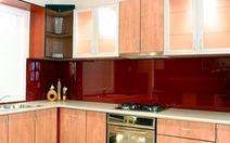 """""""Nâng cấp"""" nhà đẹp với kính màu ốp bếp"""