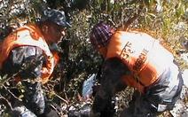 Tìm được 18 thi thể biến dạng vụ máy bay rơi ở Nepal