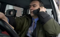 """Nhiều nước phạt nặng người """"tám"""" điện thoại khi lái ôtô"""
