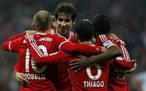 Đè bẹp Schalke 5-1, Bayern bỏ xa Dortmund 20 điểm