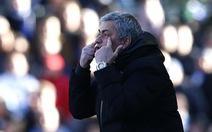 Mourinho im lặng và Chelsea thắng