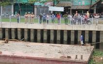 Bị sà lan tông, cầu tạm cạnh cầu Bông phải đóng cửa
